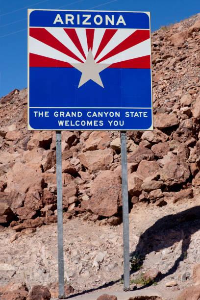 welkom bij arizona - arizona highway signs stockfoto's en -beelden