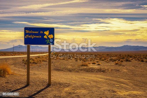 istock Welcome to California road sign 954993482