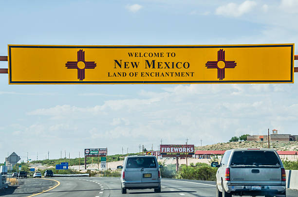 welcome to new mexico sign with land of enchantment - sprüche über reisen stock-fotos und bilder
