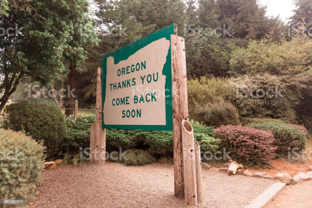Welcome to Oregon state line sign stock photo