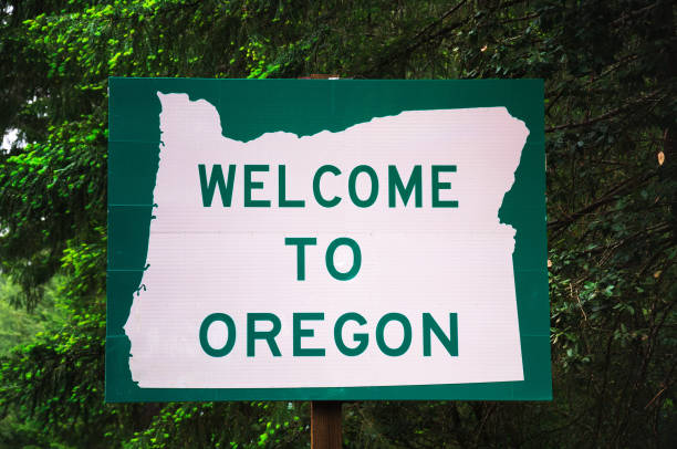 Welcome to Oregon State Sign Welcome to Oregon State Sign on US-199 also called the Redwood Highway oregon us state stock pictures, royalty-free photos & images