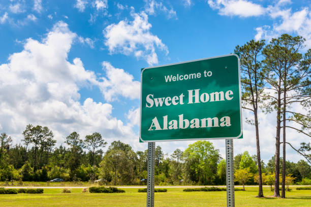 welcome to sweet home alabama road sign in alabama usa - alabama zdjęcia i obrazy z banku zdjęć