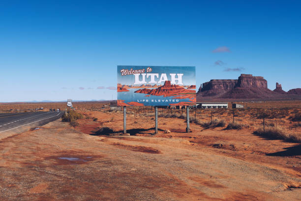 welcome to utah state sign along us-163 near monument valley - place sign stock pictures, royalty-free photos & images