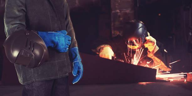 Schweißer in der Fabrik – Foto
