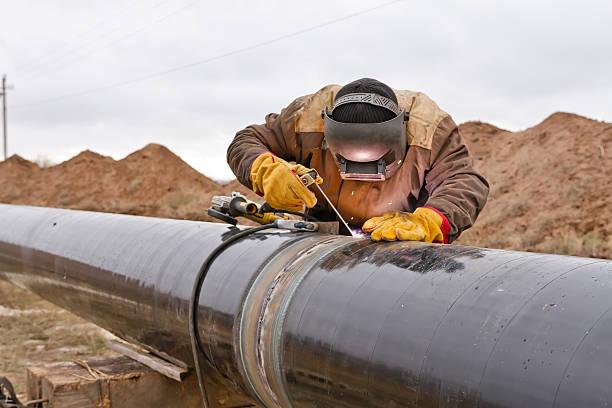 Saldatore funziona sul gas pipeline - foto stock