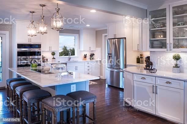 Welldesigned white kitchen with white countertop picture id535315475?b=1&k=6&m=535315475&s=612x612&h=ndbfuwxxodkpnn4bqo6cgjjvwwebqdmcg dpzno 6q4=