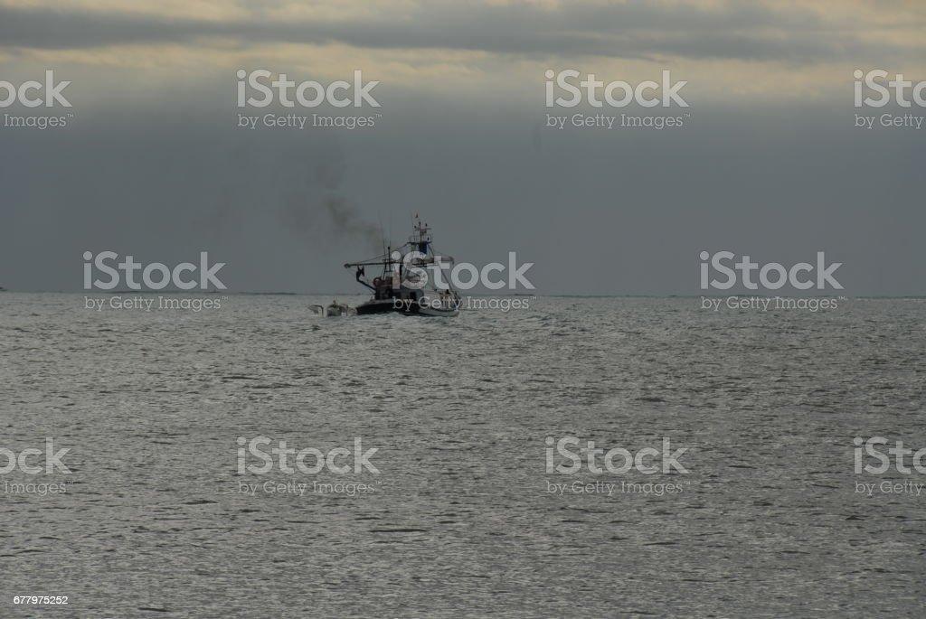 Wellen / Schiff in der Brandung am Mittelmeer - Spanien royalty-free stock photo