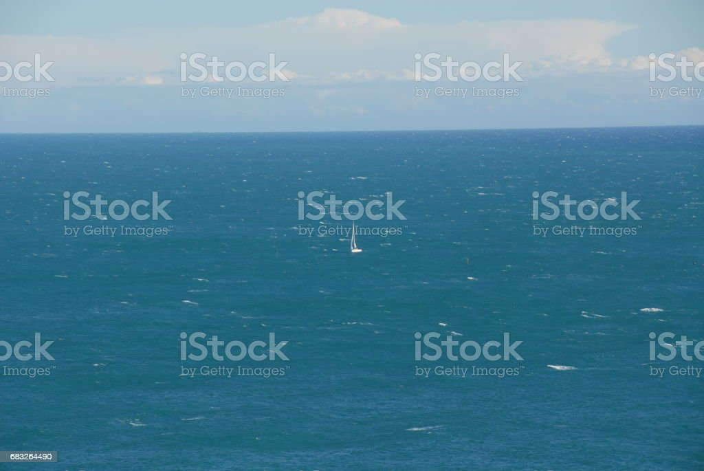 Wellen / Schiff in der Brandung am Mittelmeer - Spanien 免版稅 stock photo