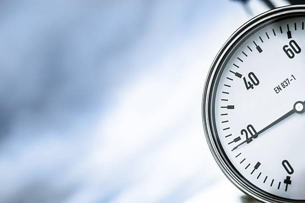 wellhead pressure gauge - barometer bildbanksfoton och bilder