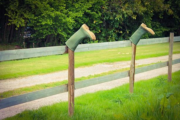 Wellies sur une barrière - Photo