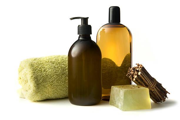 wellness: aromatherapie - braunglasflaschen stock-fotos und bilder