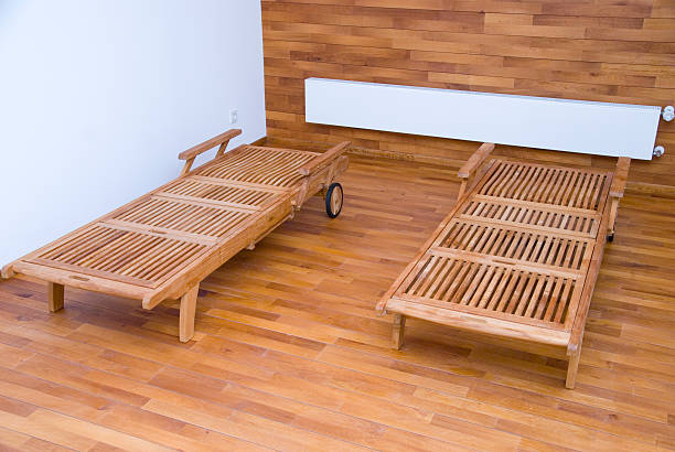 wellness Holzliegen im Spabereich Wellnessbereich two beds made of wood spa belgium stock pictures, royalty-free photos & images