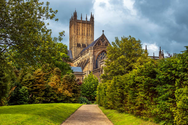 Wells Cathedral, Somerset, England Wells Cathedral (Cathedral Church of Saint Andrew), Wells Abbey and park on sunny day, Somerset, England bath abbey stock pictures, royalty-free photos & images