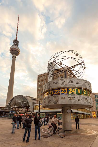 atomic test ban treaty am alexanderplatz in berlin, deutschland - weltzeituhr stock-fotos und bilder