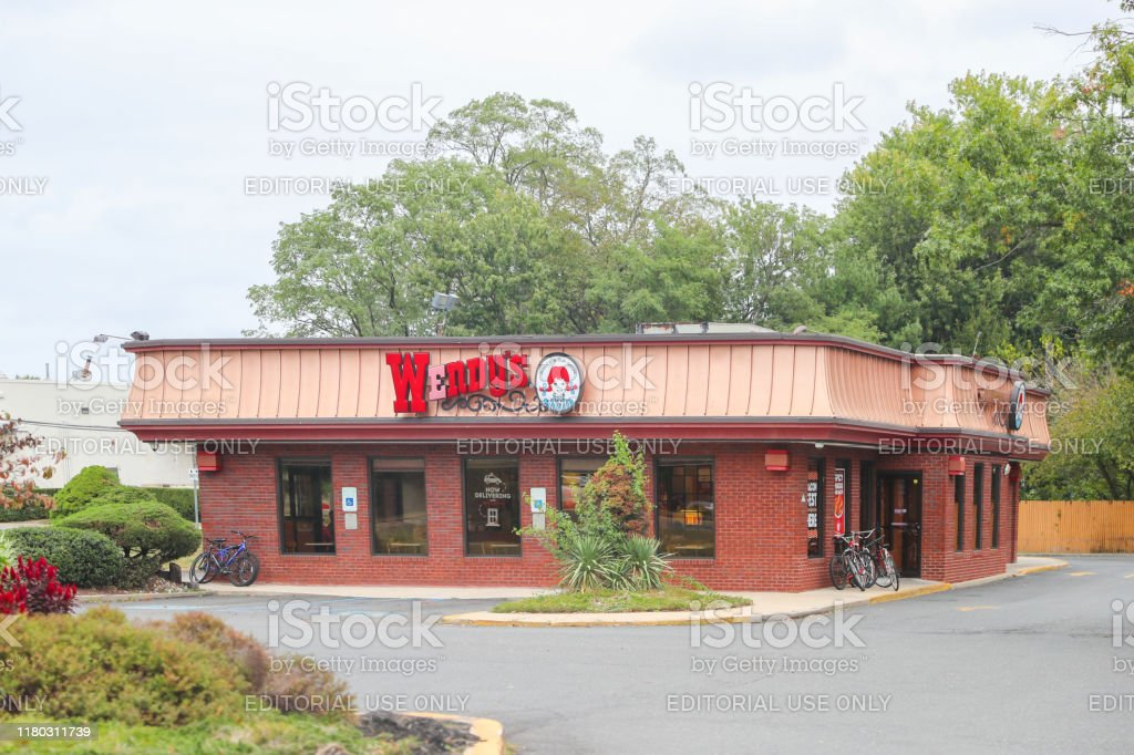 Wendys Fast Food Restaurant Exterior Stock Photo Download Image Now Istock