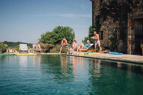 we're trying to relax here! - ferienhaus toskana stock-fotos und bilder