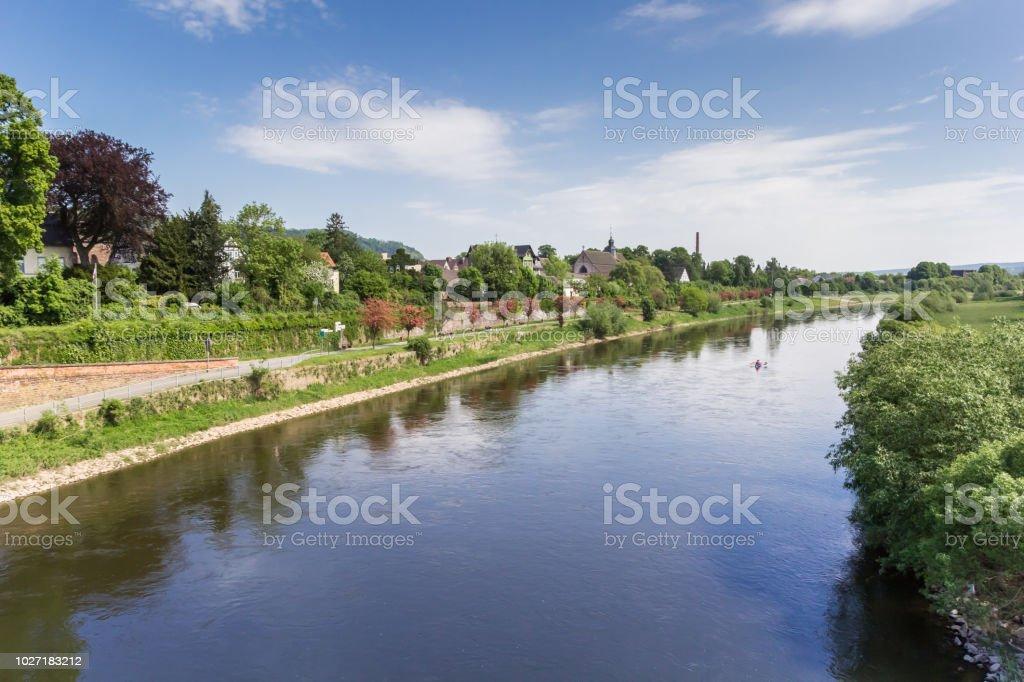ヴェーザー川と歴史的な街 Hoxterドイツ - ドイツのストックフォトや ...