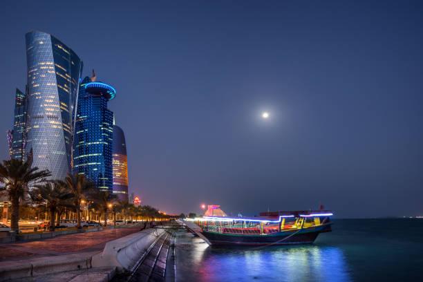 west bay doha - qatar photos et images de collection