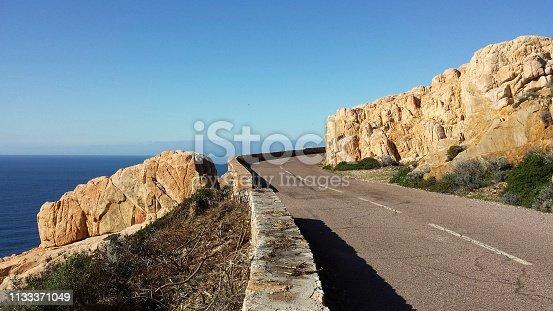 Le littoral de l'ouest de la Corse, entre Porto et Calvi lors d'un roadtrip à moto.