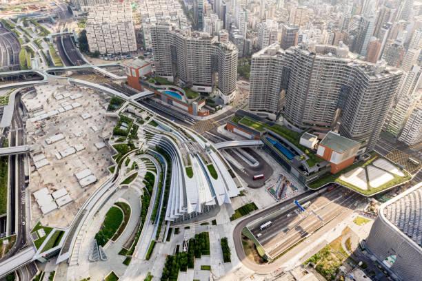 west kowloon station exteior, hochgeschwindigkeitsbahn hong kong - kowloon stock-fotos und bilder