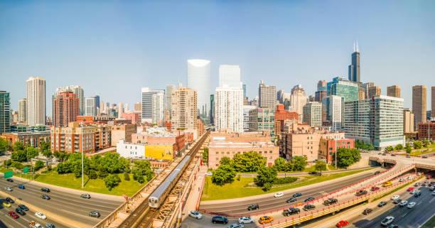 west-loop, chicago, usa. stadtbild panorama. - hochbahn passagierzug stock-fotos und bilder