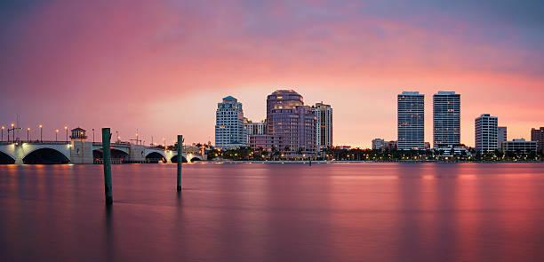 riflessione sullo skyline di west palm beach - ovest foto e immagini stock