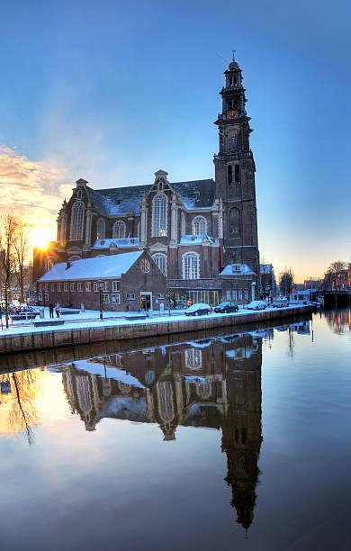 westerkerk winter reflection - westerkerk stockfoto's en -beelden
