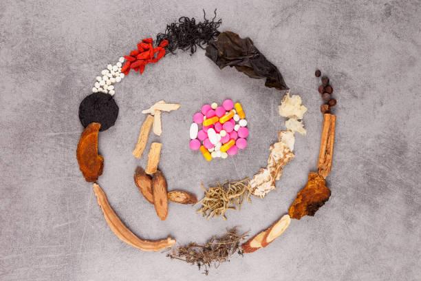 Westliche und traditionell chinesischer Medizin Spirale. – Foto