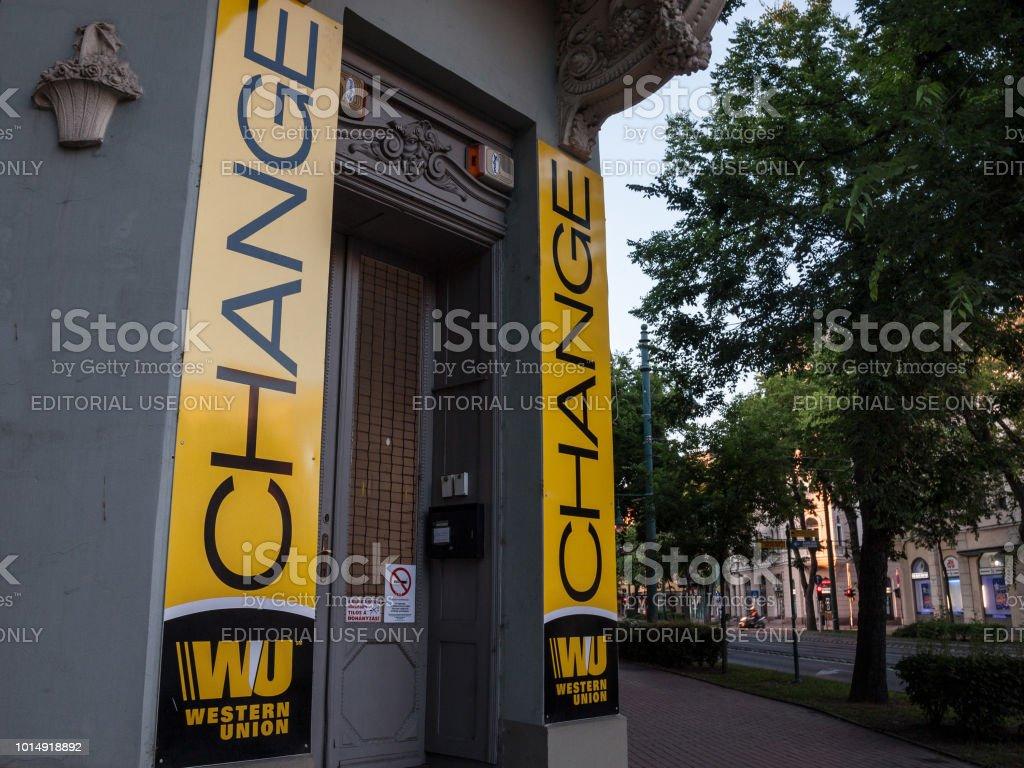 Logo de western union sur leur bureau principal change de szeged