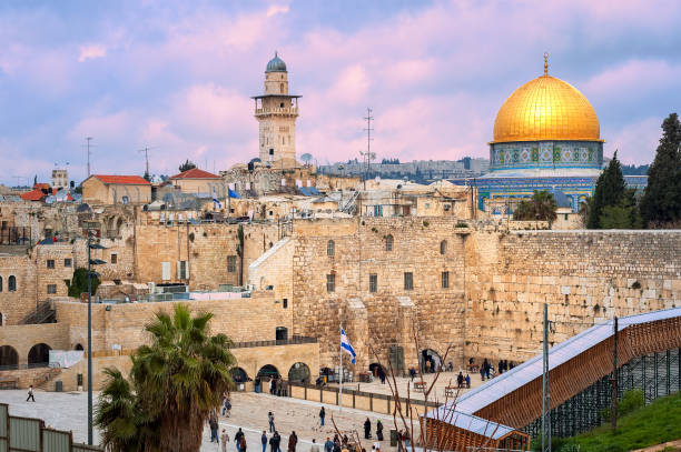 western wall and the dome of the rock, jerusalem, israel - jeruzalem stockfoto's en -beelden