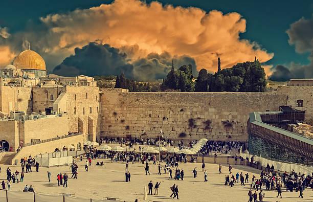 westlichen mauer in jerusalem - jerusalem stock-fotos und bilder