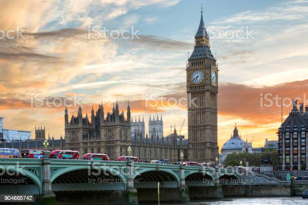 Westminster and big ben in london during a colorful sunset picture id904665742?b=1&k=6&m=904665742&s=612x612&h=hcyaaseflvdshn7cop03uklbvuuwyyfjf2qmydj5gr0=