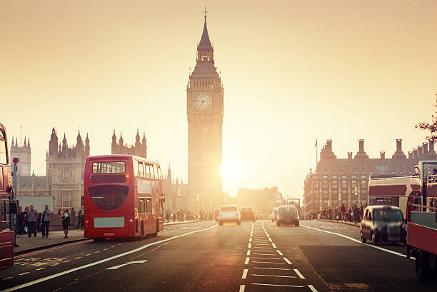 westminster bridge at sunset, london, uk - engeland stockfoto's en -beelden
