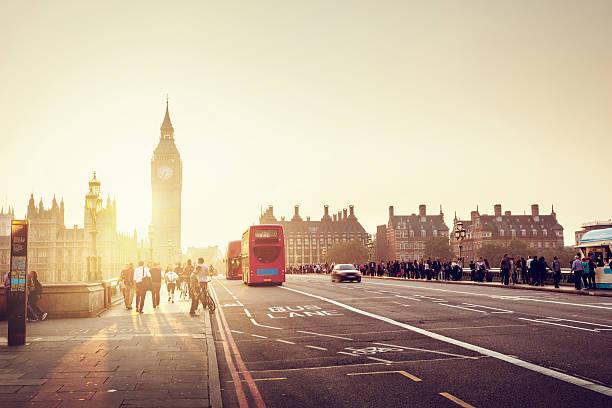 westminster bridge at sunset, london, uk - walking home sunset street bildbanksfoton och bilder