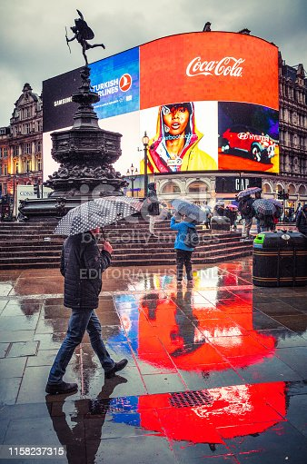 istock Wet London - Piccadilly Circus 1158237315