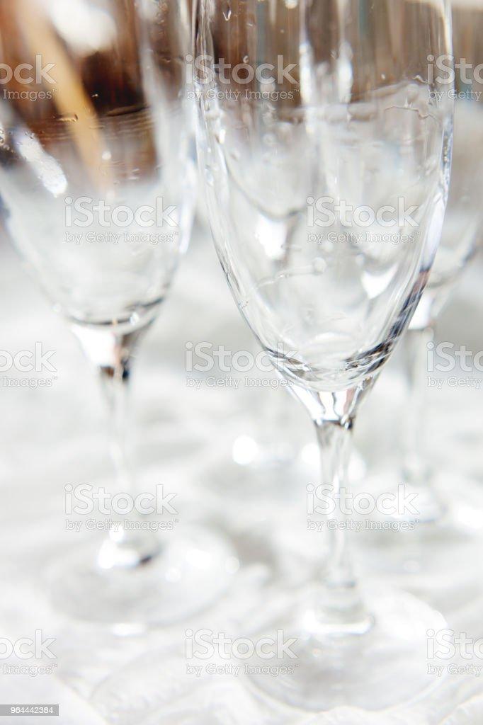 NAT transparante drinken glazen, wijnglazen duidelijk na het wassen. - Royalty-free Dranken Stockfoto