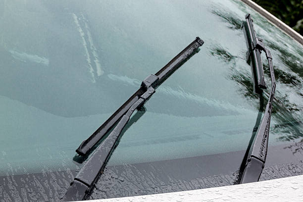 Wet Windshield Reflections Patterns Textures and Wiper Blades – Foto