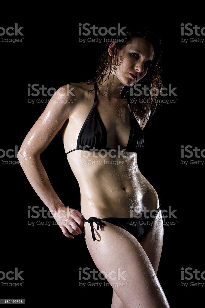 Mujer con fregadero foto de stock libre de derechos