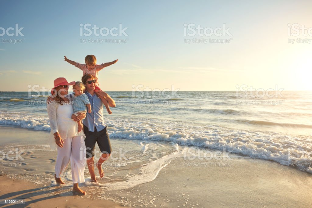 What great weather for a walk on the beach - fotografia de stock