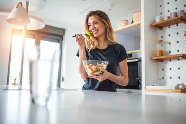 was ich esse, ist, wer ich bin - gesunde ernährung stock-fotos und bilder