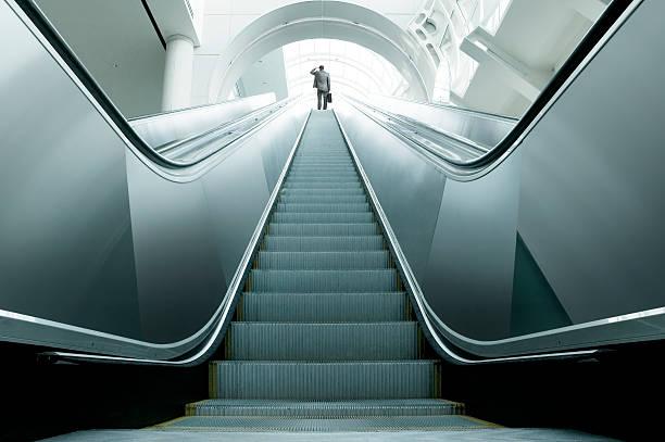 novità? - escalator foto e immagini stock