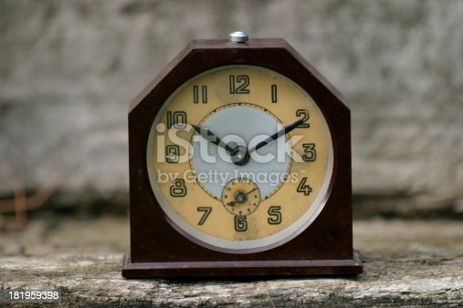 istock What time is it now? 181959398