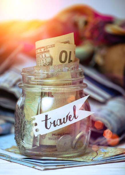 was für eine reise zu nehmen - geld schön verpacken stock-fotos und bilder