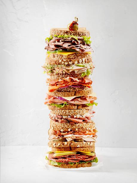 was ist dein lieblings-sandwich - käse wurst salat stock-fotos und bilder