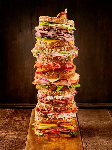 was ist dein lieblings-sandwich - roast beef sandwich stock-fotos und bilder