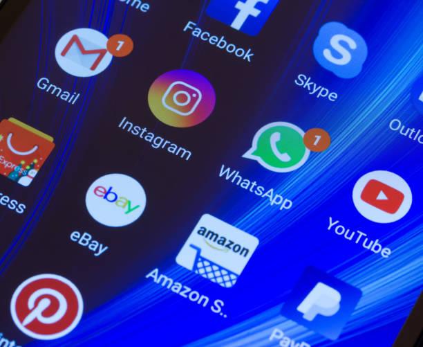 whatsapp, youtube, instagram, facebook, skype and other app icons on the smartphone screen xiaomi - skype imagens e fotografias de stock