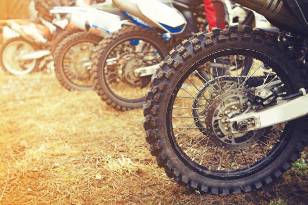 wheel cross motorcycle - bike tire tracks foto e immagini stock