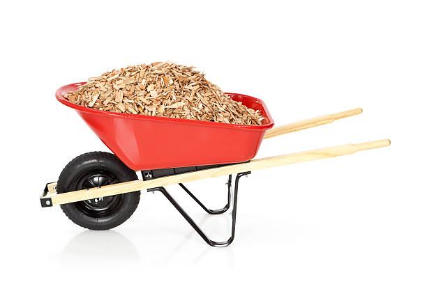 wheelbarrow full of mulch - kruiwagen met gereedschap stockfoto's en -beelden