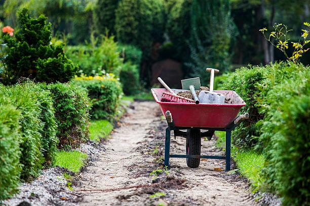 wheelbarrow - kruiwagen met gereedschap stockfoto's en -beelden