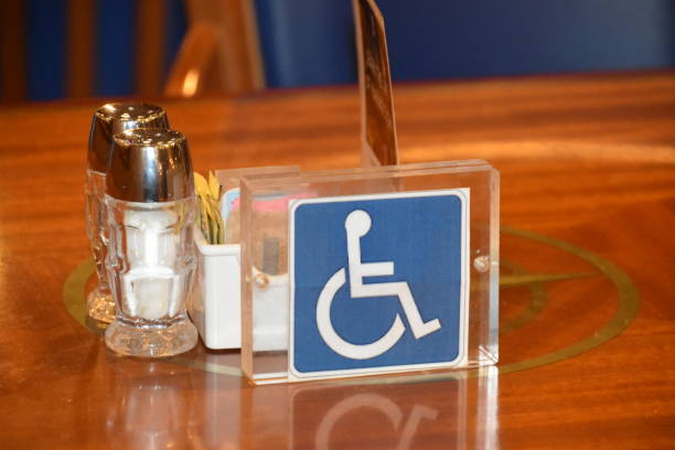 Rollstuhlgerechter Tisch – Foto